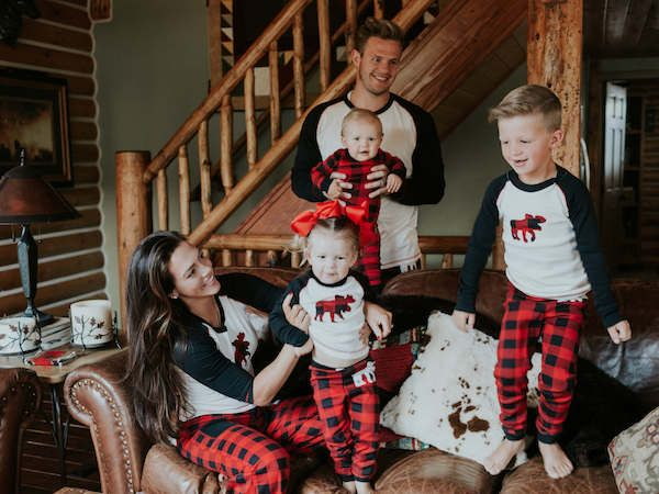 15ca2fd86601ee3b9bde03dc5f46a65f-family-christmas-pajamas-family-christmas-pictures