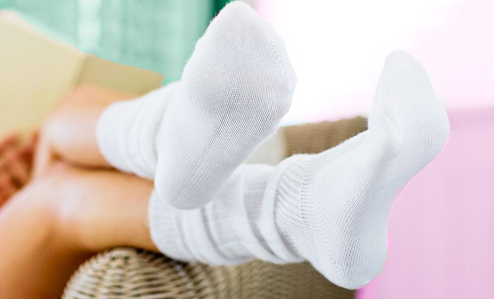 wear-socks-to-repair-feet