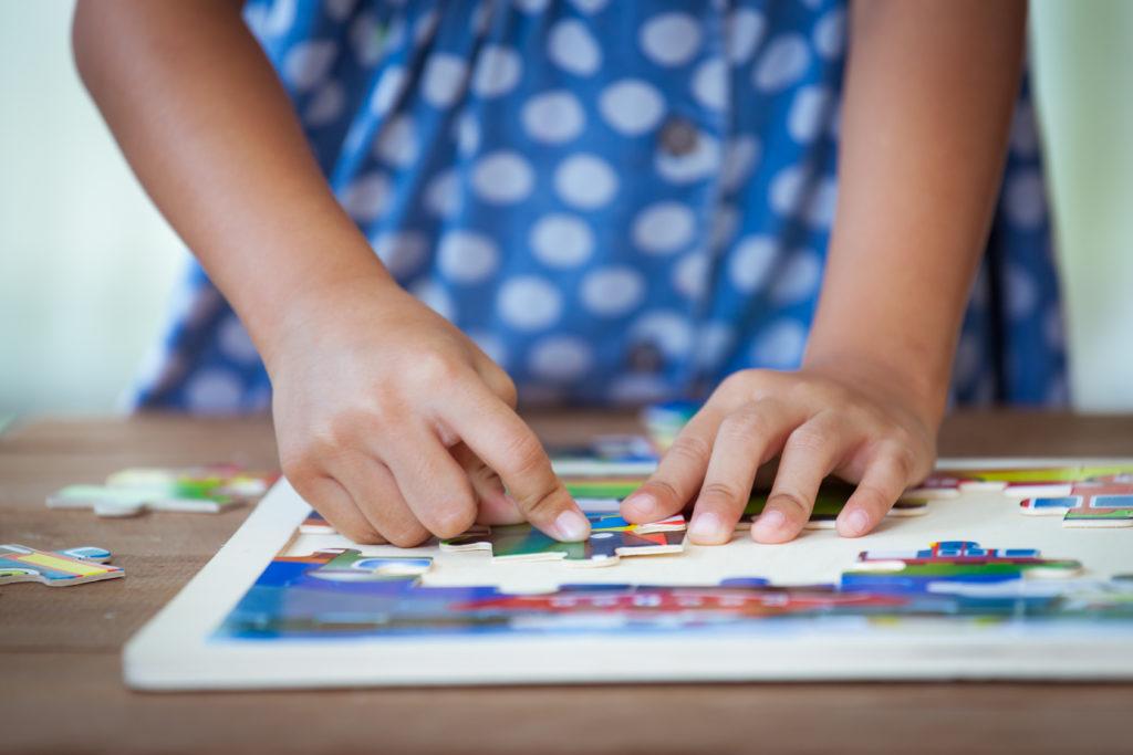 children making puzzle